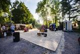 Kraków. Atrakcje w parku z food truckami nad Zalewem Nowohuckim [ZDJĘCIA]