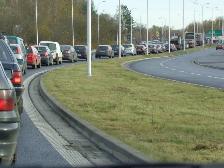 Mój Reporter: Co z przeciągającym się remontem drogi Dobrzykowice - Kiełczówek?