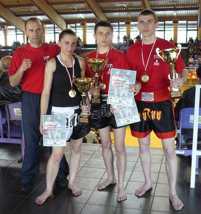 Sportowcy Diamentu Pstragowa (od lewej: trener Jerzy Pilarz, Iwona Nieroda, Kamil Grodzki, Dominik Pazdan) majowy weekend mogą zaliczyć do bardzo owocnych.