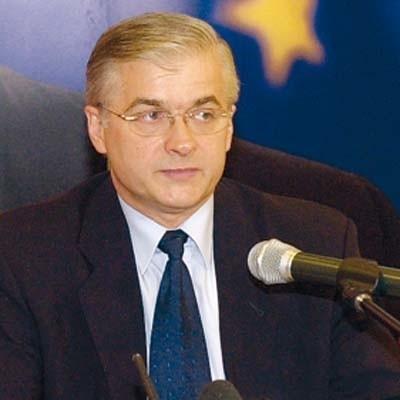 Włodzimierz Cimoszewicz milczy na temat nowej partii i swego w niej udziału. Ale senator lubi, gdy się go namawia...