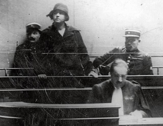Mata Hari słucha wyroku sądu wojskowego