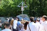 Pomnik upamiętniający ofiary bieżeństwa uroczyście poświęcony (zdjęcia, wideo)