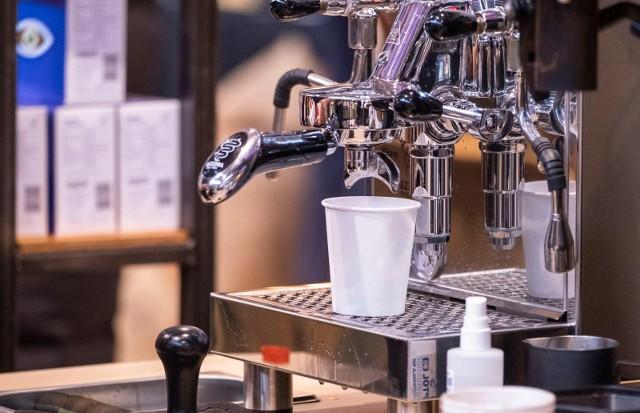 Ulubioną porą dnia na picie kawy jest poranek. 90 proc. respondentów swoją pierwszą kawę wypija przed południem. Osoby, które piją dziennie od 4 do 5 kaw, do godziny 12:00 ma już za sobą dwie jej filiżanki- wynika z badania Biostat.
