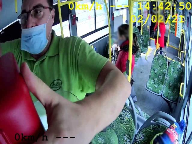 Kierowca autobusu MZK użył defibrylatora do ratowania życia mężczyzny.