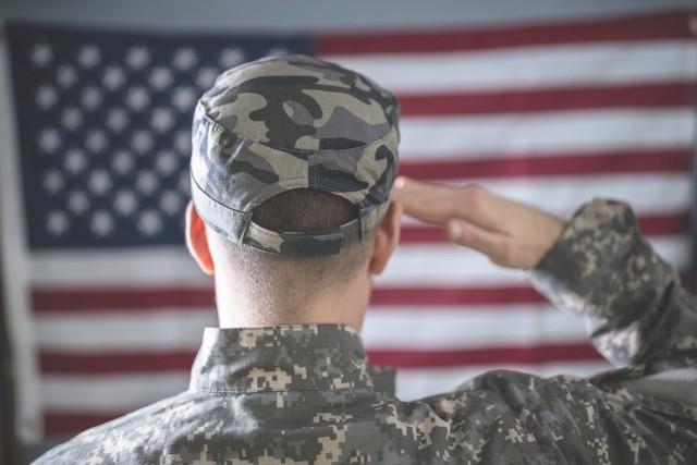"""Oszustwo na """"amerykańskiego żołnierza"""" to nowa metoda na wyłudzanie pieniędzy."""