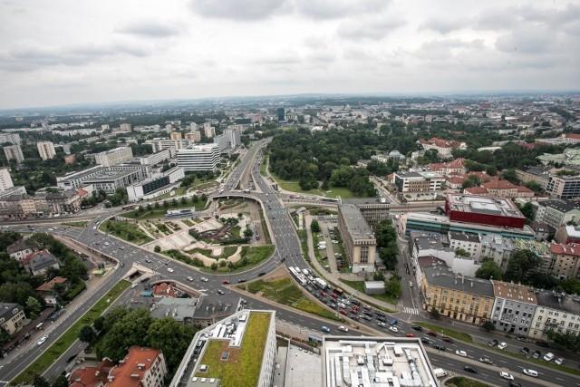 W ramach Funduszu Odbudowy i  innych środków unijnych Polska ma otrzymać ponad 776 mld zł. W Krakowie pieniądze te będą mogły być przeznaczone m.in. na zakup nowego taboru tramwajowego, czy realizacje ekologicznych inwestycji