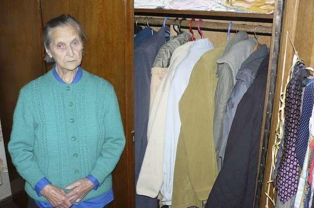 """89-letnia pani Anna z Byszewy została oszukana metodą """"na węgiel"""". Straciła oszczędności życia"""