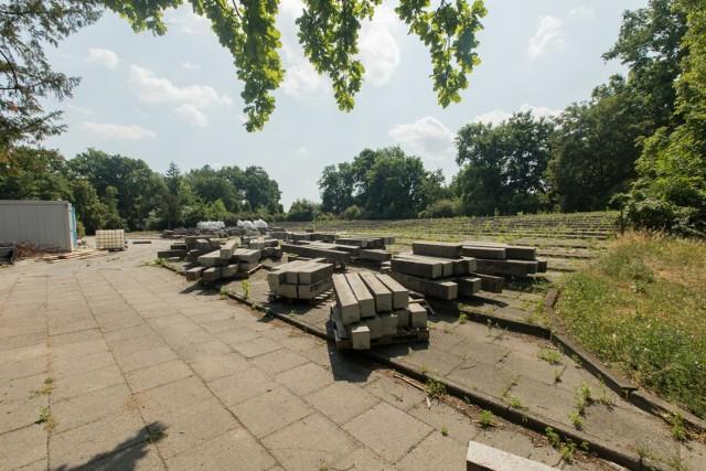Po muszli koncertowej i widowni w parku Witosa nie ma już śladu. Mieszkańcy zdecydują, co się tam pojawi.