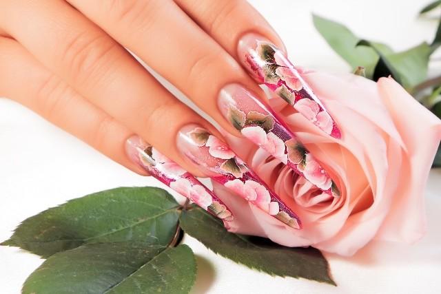 Sprawdź trendy w manicure na wiosnę 2021! Zobacz galerię >>>