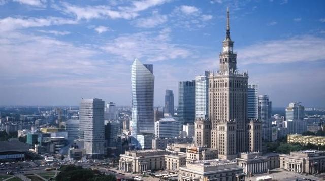 Apartamentowce w WarszawieApartamentowce w Warszawie. U nas nawet bogaci muszą pracować na apartament ponad 20 lat.