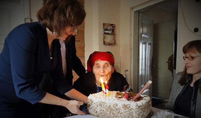 Pani Zofia skończyła 104 lata. Na urodzinach gościła wojewoda świętokrzyski Agata Wojtyszek.