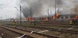 Pożar na kolei w Krakowie. Wagony stanęły w ogniu [ZDJĘCIA]