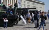 Święto Flagi we Wrocławiu. Pknik militarno-historyczny przed urzędem
