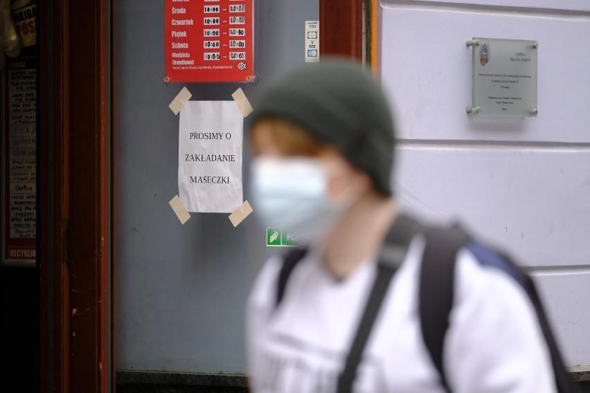 Nie nosił maseczki w pracy w szpitalu, wyleciał z niej w trybie natychmiastowym