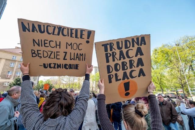 23.04.2019 poznan rw protest nauczycieli strajk nauczyciele. glos wielkopolski. fot. robert wozniak/polska press