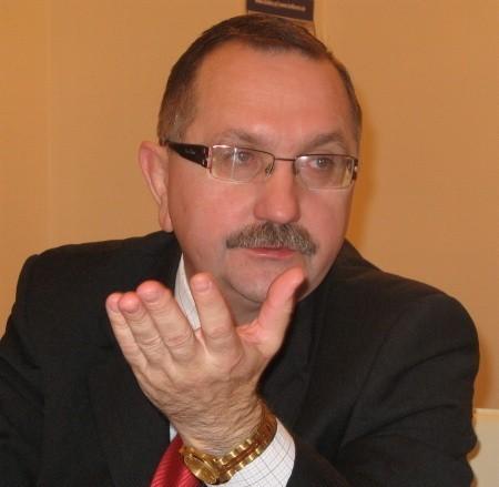 Związany z prawicą Ryszard Bodziacki (obecnie Platformą Obywatelską) rządzi gminą trzecią kadencję