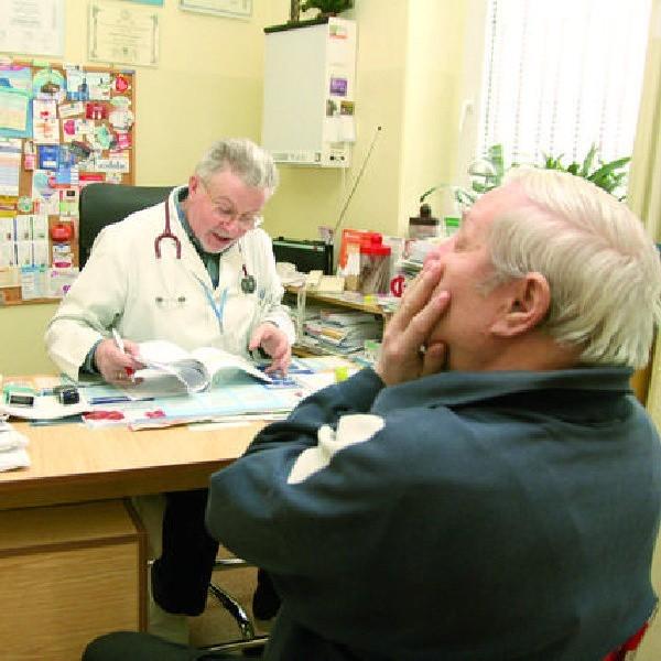 Jan Pawłowski był wśród wielu pacjentów, którzy wczoraj szukali pomocy u lekarza Piotra Ignatowskiego w przychodni MZOZ przy ul. Kaliskiej we Włocławku