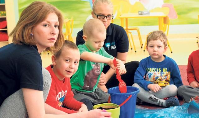 Dzieci podczas zajęć grupowych i indywidualnych mają opiekę specjalistów(szczegóły:www.przedszkoleintegracyjnemis.pl).