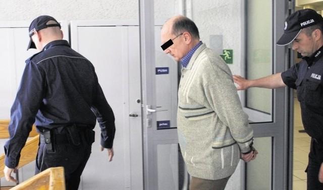 Oskarżony Adam K. przyznał się do winy i mówił, że chce odpokutować za zabójstwo. Przepraszał na sali rozpraw swojego brata, który nie krył, że przyjmie go pod swój dach, gdy odbędzie całą karę