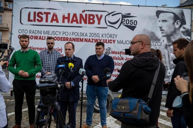 Taką przyczepkę ustawili działacze skupieni wokół posła Adama Andruszkiewicza 31 maja 2021