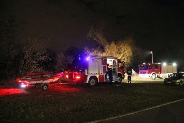 Karetka miała problem z dojechaniem na miejsce. Na szczęście pomogli strażacy.
