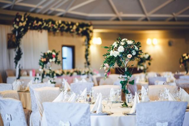 Początek roku to doskonały moment, by rozejrzeć się za salą weselną na swój ślub. Przygotowaliśmy więc subiektywne zestawienie TOP 21 sal weselnych w województwie podlaskim. Każda z nich ma niepowtarzalny klimat.