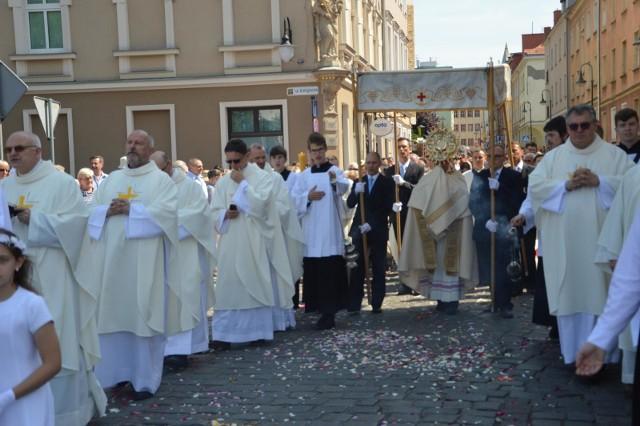 Biskup opolski Andrzej Czaja w dekrecie z 30 maja 2020 roku zezwolił na organizowanie procesji w diecezji - w tym procesji w uroczystość Najświętszego Ciała i Krwi Chrystusa - w grupach nieprzekraczających 150 osób.
