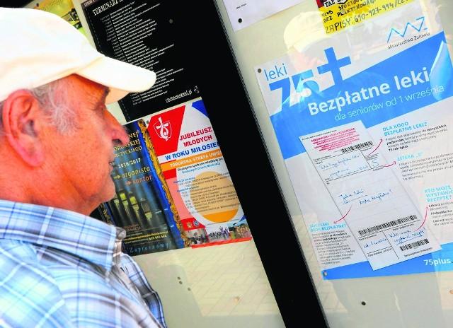 O programie bezpłatnych leków informują m.in. parafie. Na zdjęciu gablota przy kościele na toruńskim Podgórzu.