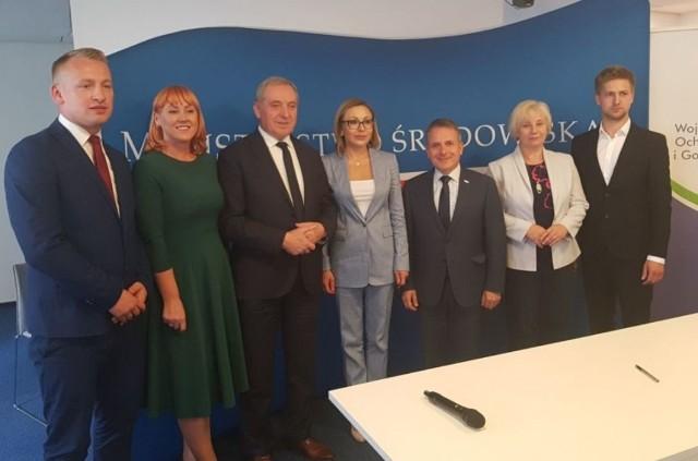 Ostrów Mazowiecka. Miasto i kilka gmin podpisali umowę na dofinansowanie inwestycji w domach jednorodzinnych