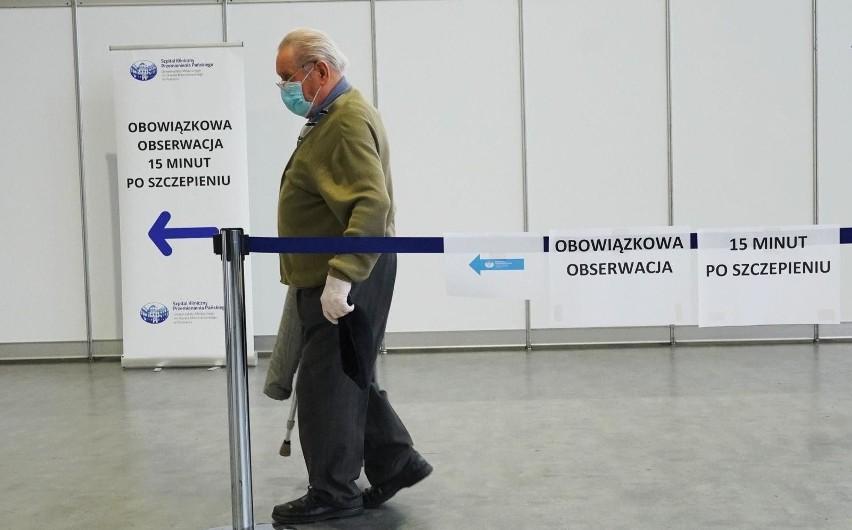 Proces szczepienia seniorów w poznańskich DPS-ach przebiega...