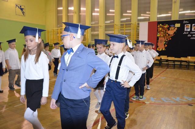 Ślubowanie w Szkole Podstawowej nr 2 w Ostrołęce