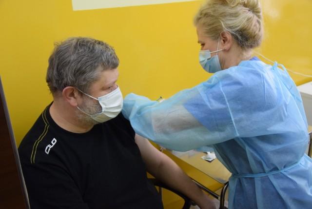 Aktualnie każdego dnia w regionie podawanych jest średnio 5500 szczepionek.