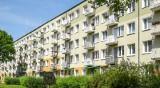 Kobieta wypadła z okna bloku na os. Pod Lipami w Poznaniu. Zginęła na miejscu