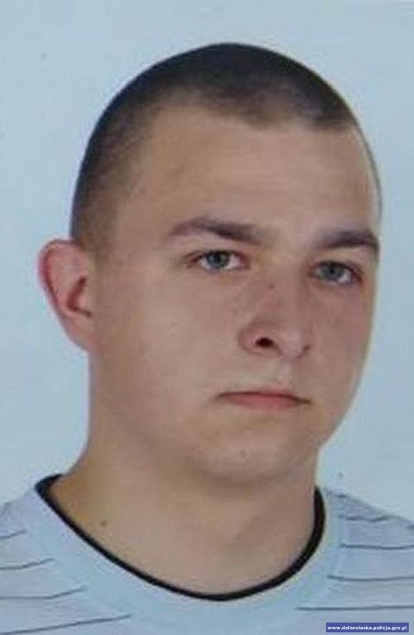 Poznajesz tego mężczyznę? Policja poszukuje go za usiłowanie podwójnego zabójstwa