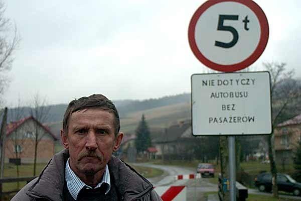 - Ograniczenia to czysta złośliwość ze strony władz powiatu - twierdzą mieszkańcy wsi.
