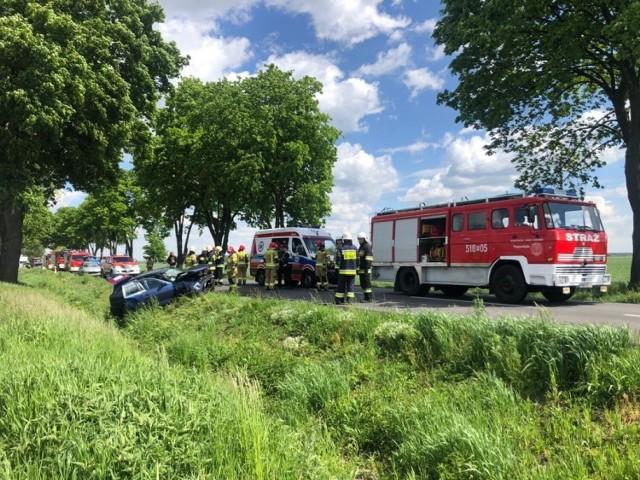 21 maja, koło godziny 11.00 za Przyprostynią doszło do bardzo niebezpiecznego wypadku. Dachowało auto osobowe, którym podróżowały trzy osoby.