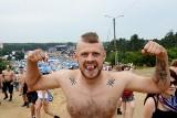 Woodstock 2017: Facetów fantazja nie opuszczała. Zobacz ponad 75 przystojniaków [ZDJĘCIA, WIDEO]