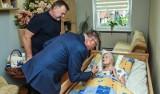 102-latka z Bydgoszczy uhonorowana medalem z okazji z okazji setnej rocznicy odzyskania przez Polskę niepodległości