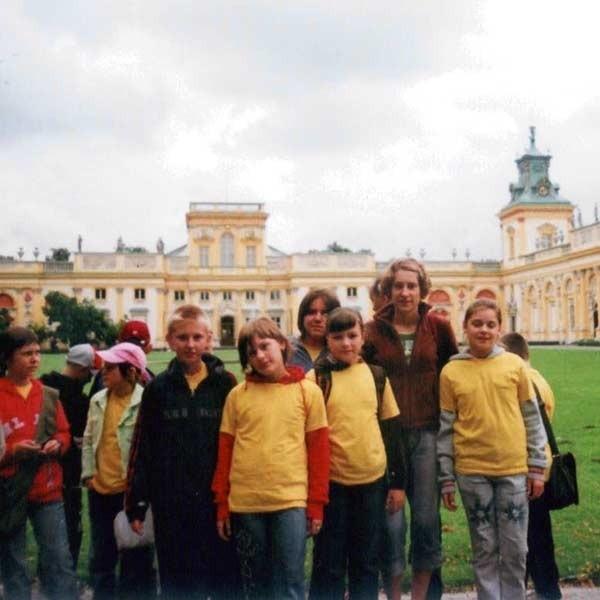 Wyjazd na kolonię stanowił nagrodę dla sportowo uzdolnionej młodzieży. Na zdjęciu koloniści w Wilanowie.