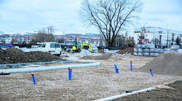 Ten parking P&R powstaje w Małym Płaszowie. Takie obiekty mają powstrzymywać kierowców przed wjazdem do centrum
