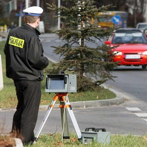 Oprócz sześciu takich samochodów więcej niż zazwyczaj będzie także przydrożnych patroli oraz fotoradarów.