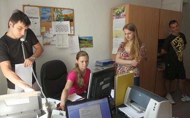 – Wcześniej byłam w międzynarodowej agencji pracy, bo zastanawiałam się nad wyjazdem za granicę. Ale za miesiąc mam rekrutację na studia, więc szukam zajęcia na miejscu – mówi Magdalena Szast, która odwiedziła biuro pracy OHP w Lublinie.