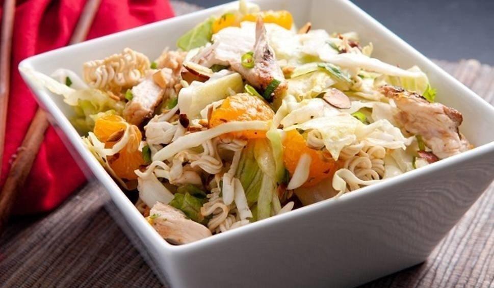 Salatka Z Kurczakiem Pyszna Z Ananasem Ryzem Lub Makaronem