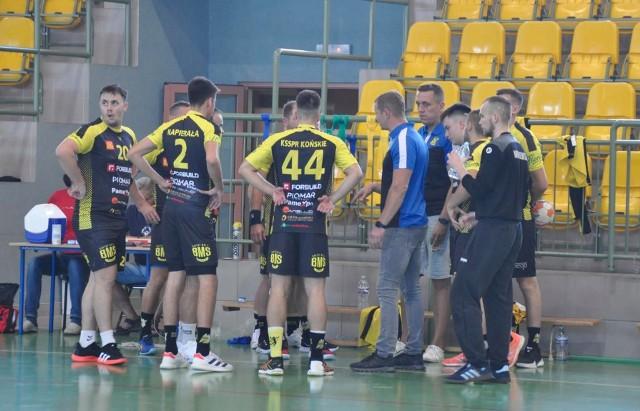 W sobotę o godzinie 17 piłkarze ręczni KSSPR Końskie zaczynają sezon w pierwszej lidze. W hali w Stadnickiej Woli podejmą ASPR Zawadzkie.