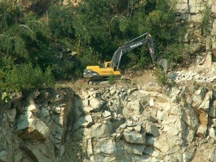 Spółka z Micigozdu to producent kostek granitowych, bloków skalnych, krawężników, kruszyw, grysu, kamienia murowanego i łamanego.