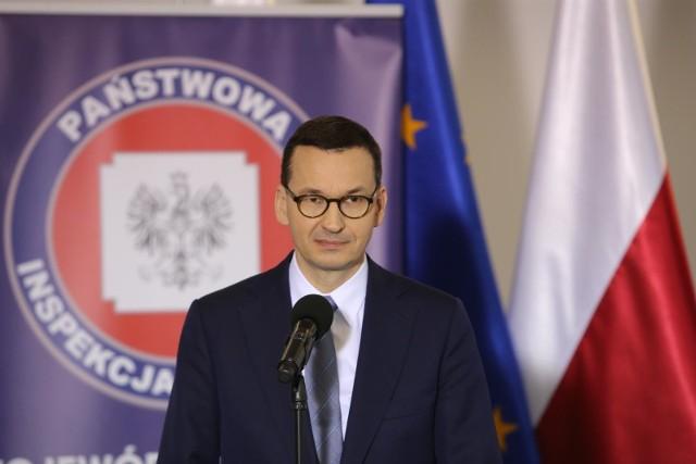 Premier Mateusz Morawiecki we wtorek o godzinie 12.00 ogłosił nowe obostrzenia w walce z koronawirusem
