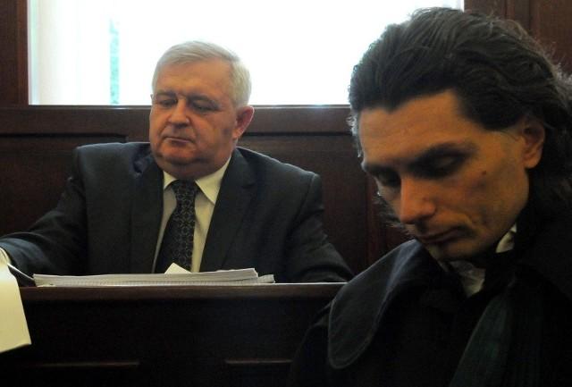 Prezydent Tadeusz Jędrzejczak z obrońcą Robertem Grabowskim