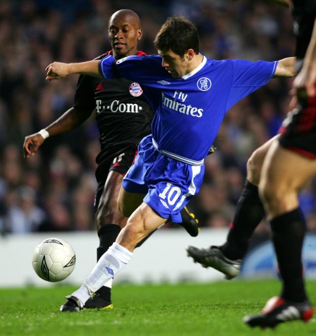 Po tym strzale Joe Cole'a Chelsea objęła prowadzenie 1:0 w meczu z Bayernem.