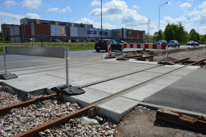 Takie przejazdy z płyt betonowych powstają na ulicach...