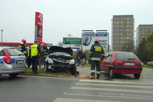 Kolizja na Piątkowskiej: Zderzyły się trzy samochody